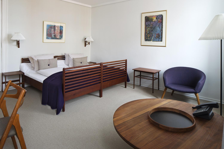 the verner panton suite at hotel alexandra copenhagen lucywillshowyou. Black Bedroom Furniture Sets. Home Design Ideas